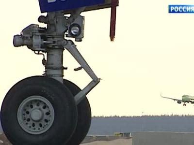 В аэропорту Хабаровска авиалайнер совершил аварийную посадку