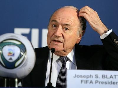 Блаттер объявил о переносе чемпионата мира-2022 на зимнее время