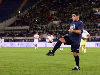 Диего Марадону ввели в Зал славы итальянского футбола