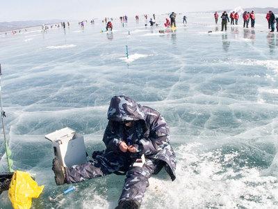 Сотрудники МЧС спасли девятерых рыбаков на Байкале