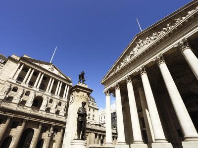 Банк Англии за два года восстановит инфляцию до 2%