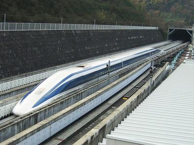 """В Японии """"магнитный"""" поезд установил рекорд скорости"""