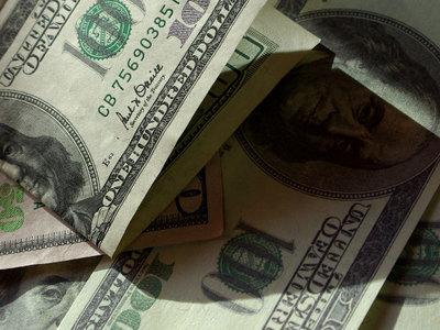 Курс доллара упал ниже 50 рублей