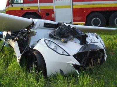 Испытательный аэромобиль разбился сам, но спас пилота