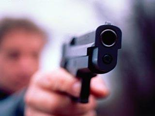 Мужчина открыл стрельбу из ружья в кафе на улице Нефтяников.