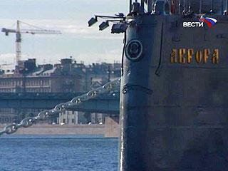 """Столкновением с крейсером """"Аврора"""" закончилась романтическая речная прогулка для пары из Санкт-Петербурга. Сегодня на рассвете прогулочный катер врезался в символ революции"""