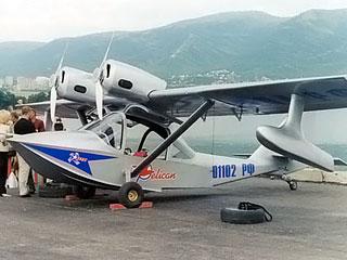 Пилот из-за отражения самолета-амфибии в воде в условиях белой ночи не рассчитал высоту и скорость при посадке на поверхность озера