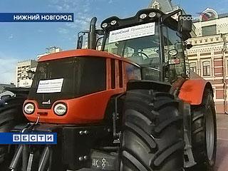 Трактор с джойстиком вместо руля - один из экспонатов открывшегося в Нижнем Новгороде международного научно-промышленного форума сверхсовременных разработок практической направленности