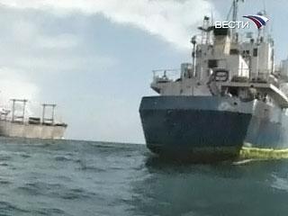 Захваченное у берегов Сомали судно width=