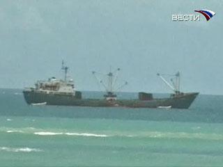 Экипаж судна проводил ремонтные работы главного двигателя, находясь вблизи территориальных вод Северной Кореи, и был задержан