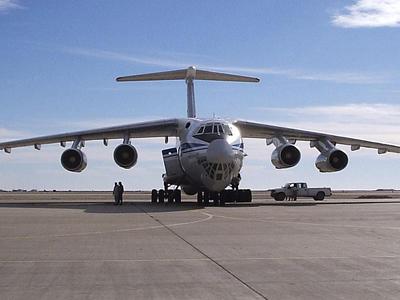 Грузовой Ил-76 аварийно сел в аэропорту Ярославля Авиационное ЧП в Ярославле.  Грузовой самолет Ил-76...