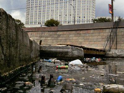 Известно, что главная артерия российской столицы - Москва-река - загрязняется так сильно, что постоянно нуждается в...