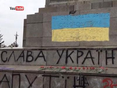 В Софии вандалы выкрасили памятник советским воинам в цвета украинского флага