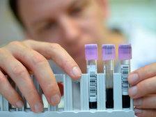 Онищенко требует проверить все иностранные лаборатории в России