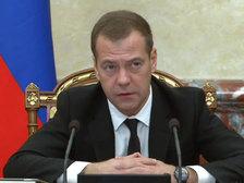Медведев потребовал усилить безопасность на международных рейсах