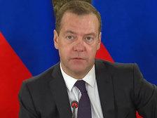 Медведев хочет обеспечить россиянам нормальный уровень жизни