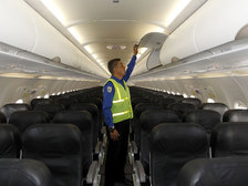 Авиакомпании получат право вность дебоширов в черные списки