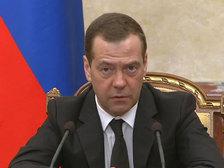 Медведев: бояться не надо, никто санкции не отменит