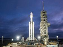 Ракета Falcon Heavy отправилась в первый испытательный полет с мыса Канаверал