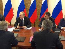 Путин: нужно развивать научные центры и поддерживать исследователей