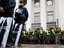 У стен Рады начались столкновения митингующих с полицией
