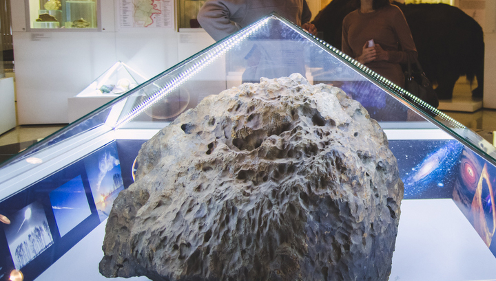 первые фото выловленного челябинского метеорита один